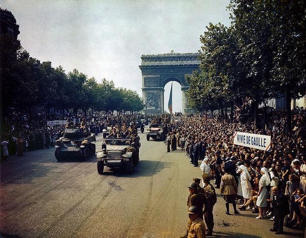 París en 1944 libre del dominio de las fuerzas alemanas.
