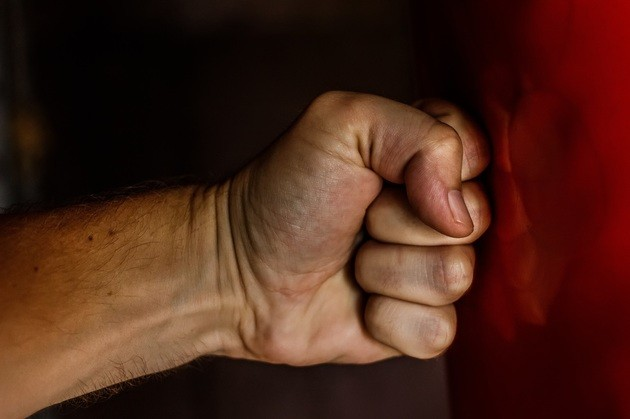 violencia intrafamiliar-puño